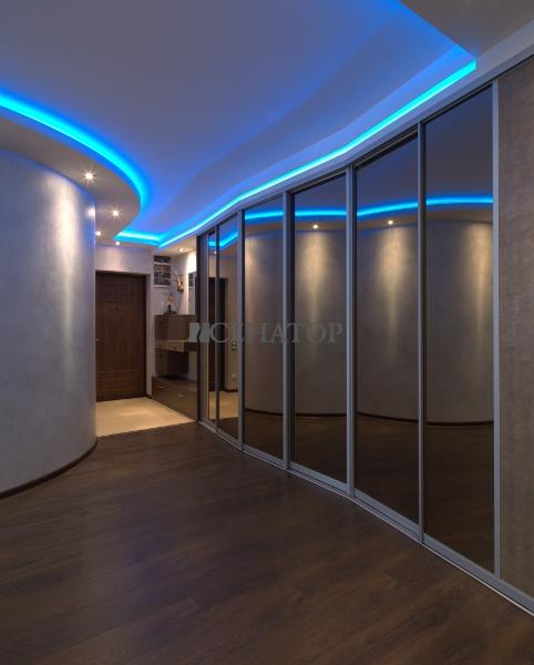 Шкаф-купе с синей подсветкой