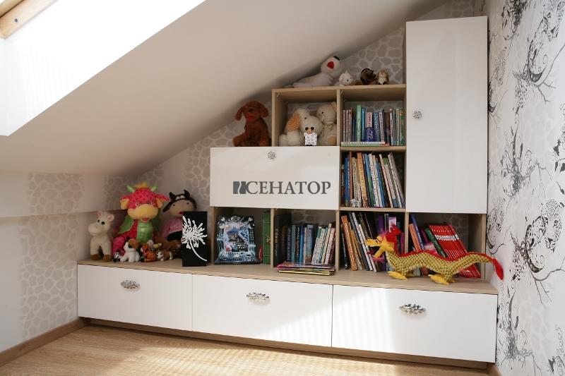 Детская на мансарде - полки и ящики