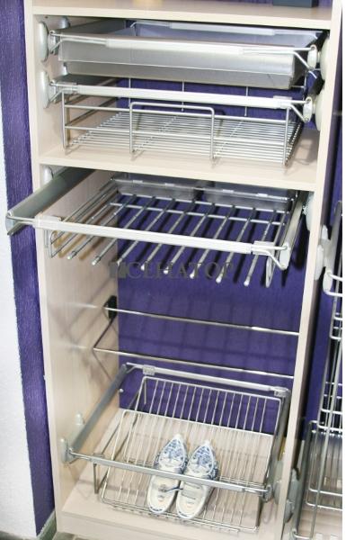 Выдвигающиеся корзины в гардеробе