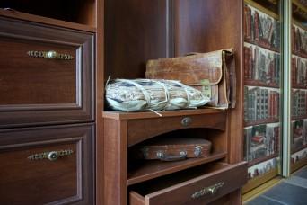 Мансардный шкаф-купе в загородном доме