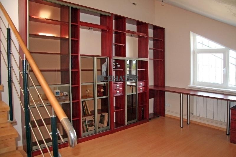 Большой книжный шкаф №1
