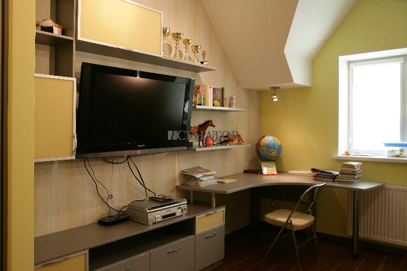 Рабочее место в детской комнате
