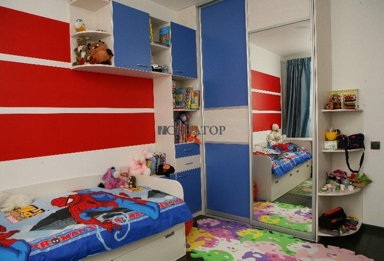 Детская кровать и шкаф купе