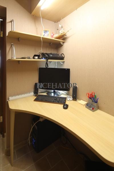 Небольшой уютный кабинет