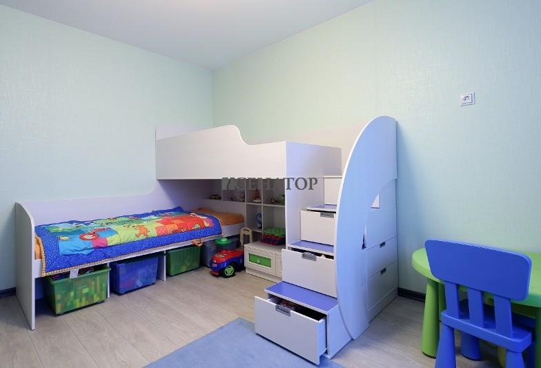 двухъярусные детские кровати с лестницей из ящиков для игрушек
