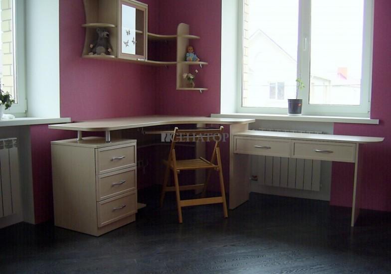 Угловой рабочий стол для школьника