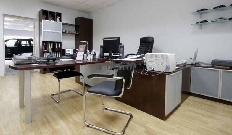 стол руководителя и шкафы для документов