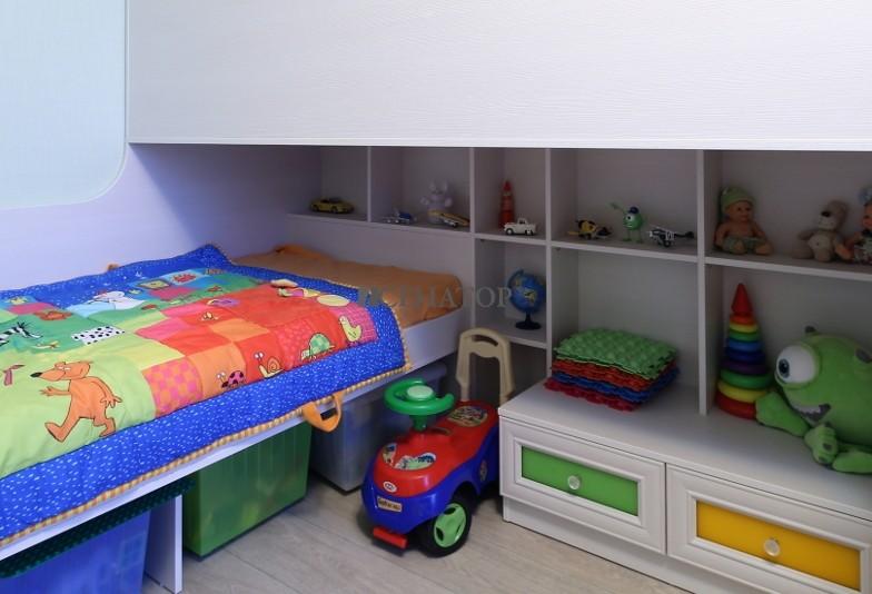 Встроенные полки в детскую мебель