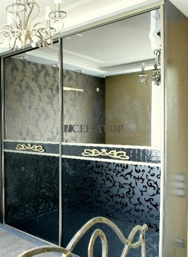Зеркальный шкаф-купе со вставками из крокодиловой кожи
