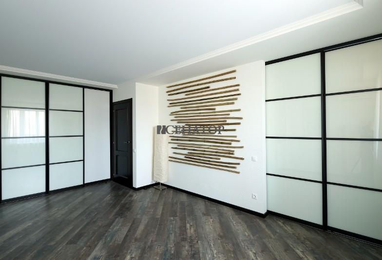 шкаф-купе  и раздвижная перегородка для зонирования пространства
