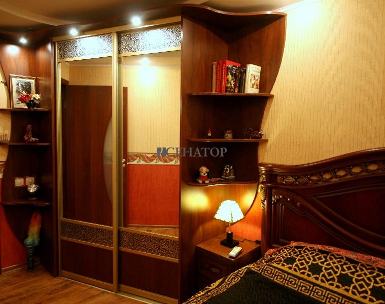 Двухстворчатый шкаф-купе в спальную комнату