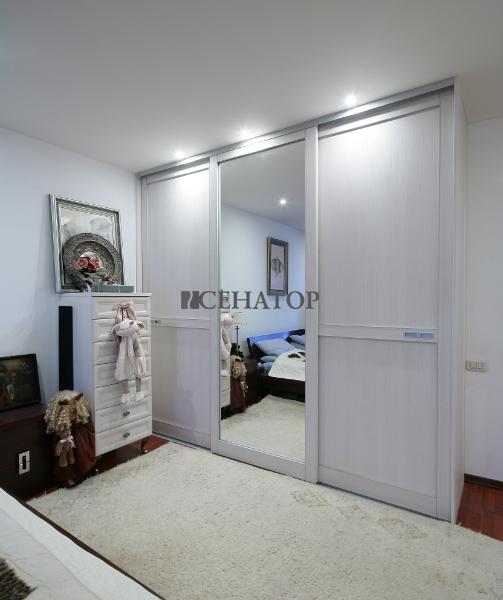 Кремовый шкаф-купе С-серии для спальни