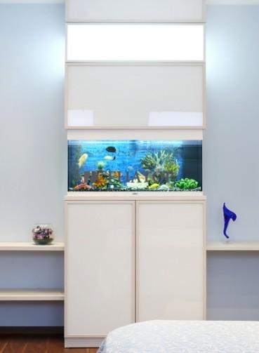 stojka-s-akvariumom.jpg
