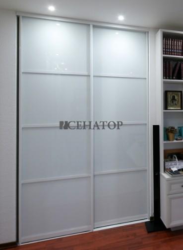 Стильный белый шкаф-купе