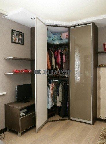 Угловой мини-гардероб