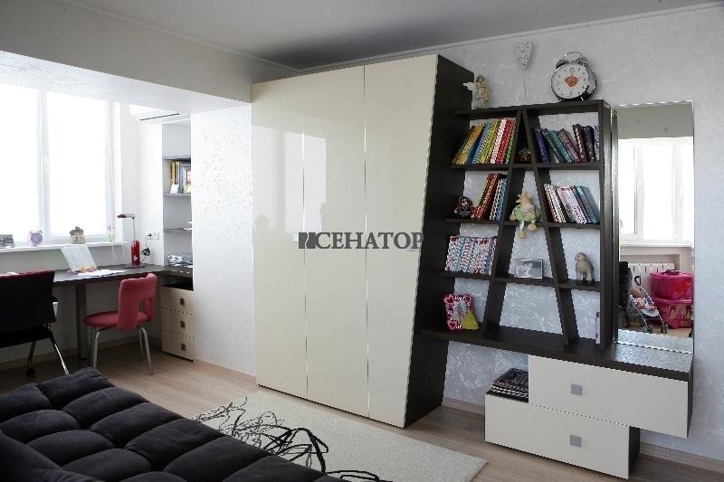 Дизайнерский шкаф в детскую комнату