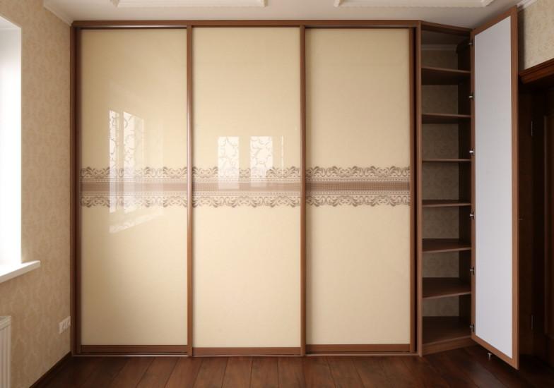 шкаф-купе с 3д рисунком на стекле