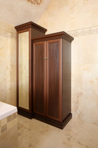 Шкаф в ванную с зеркальной створкой