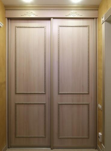 Классический шкаф-гардероб в коридор
