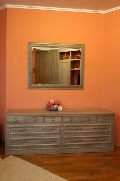комод с зеркалом в спальную комнату