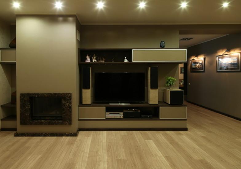 Мебельная стенка для ТВ и аппаратуры в гостиную комнату с камином