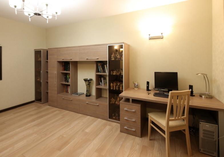 мебельная стенка и компьютерный стол в домашний кабинет