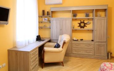 Мебельная стенка и компьютерный стол