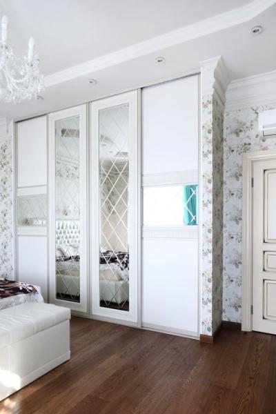 шкаф четырехдверный с гравировкой на стекле
