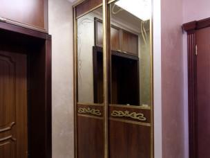 Трехстворчатый зеркальный шкаф  в прихожую