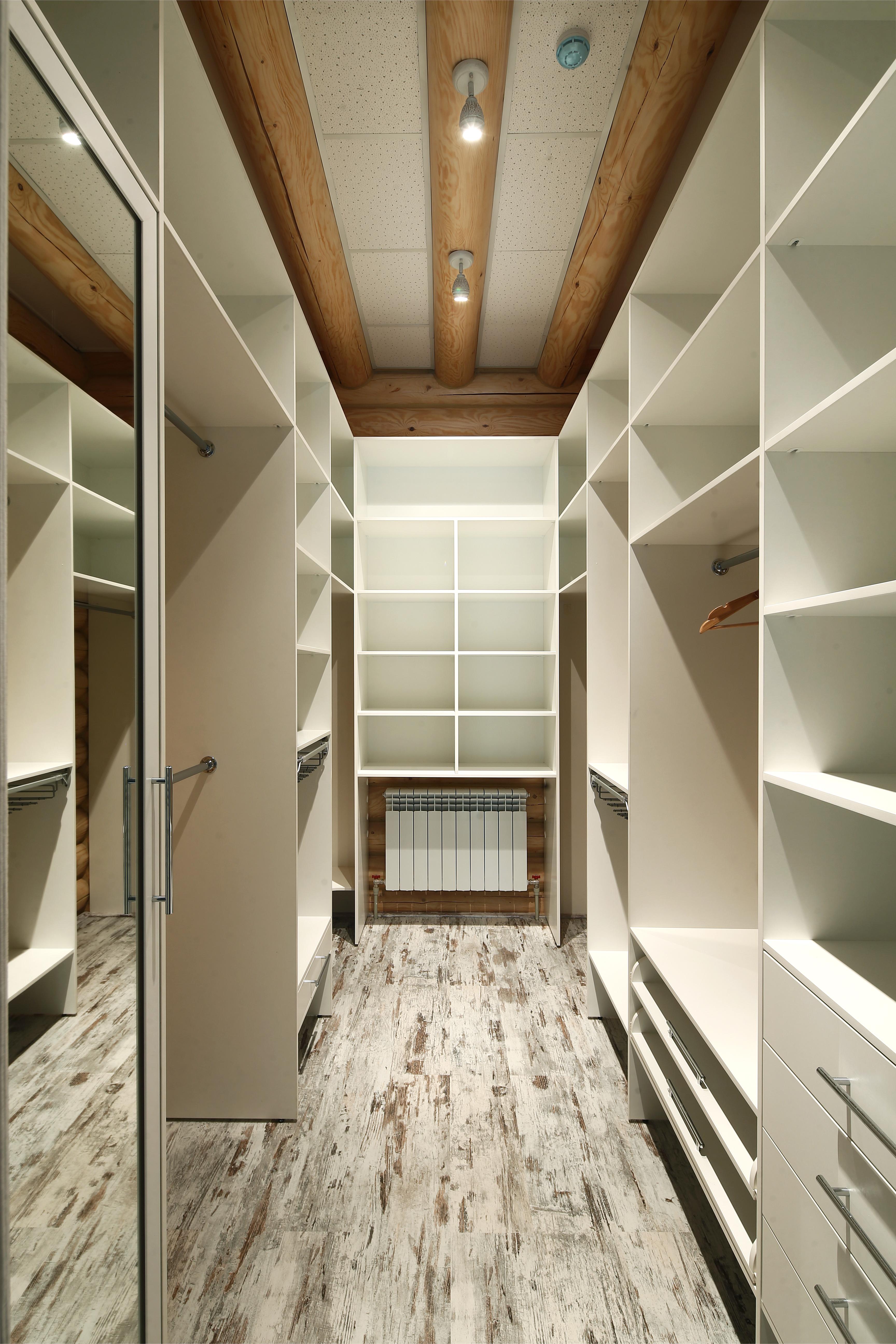 Стильная просторная гардеробная