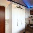 трех-створчатый отдельностоящий шкаф в ванную комнату на мансарде_0