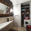 встроенный в нишу шкаф-купе в ванной комнате_1