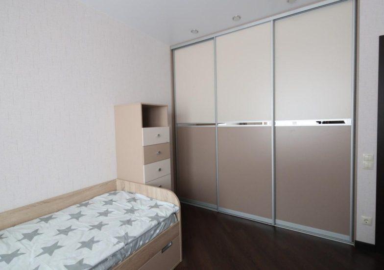 Шкаф-купе комод и кровать в детскую комнату